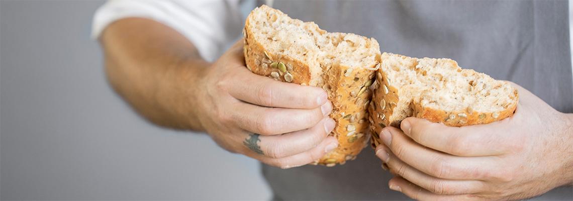 1140x400---DK---SBS---Holding-bread